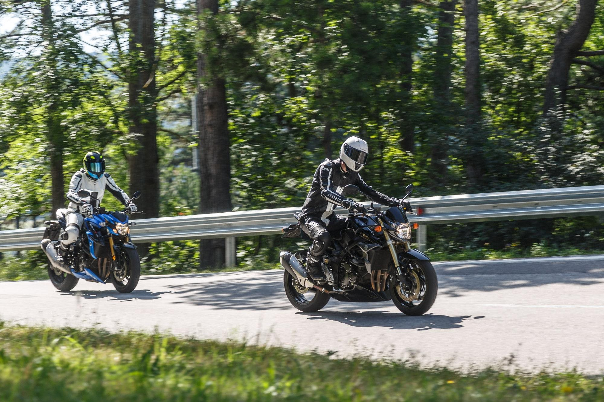 testbericht suzuki gsx s 750 vs gsr 750 test 2017. Black Bedroom Furniture Sets. Home Design Ideas