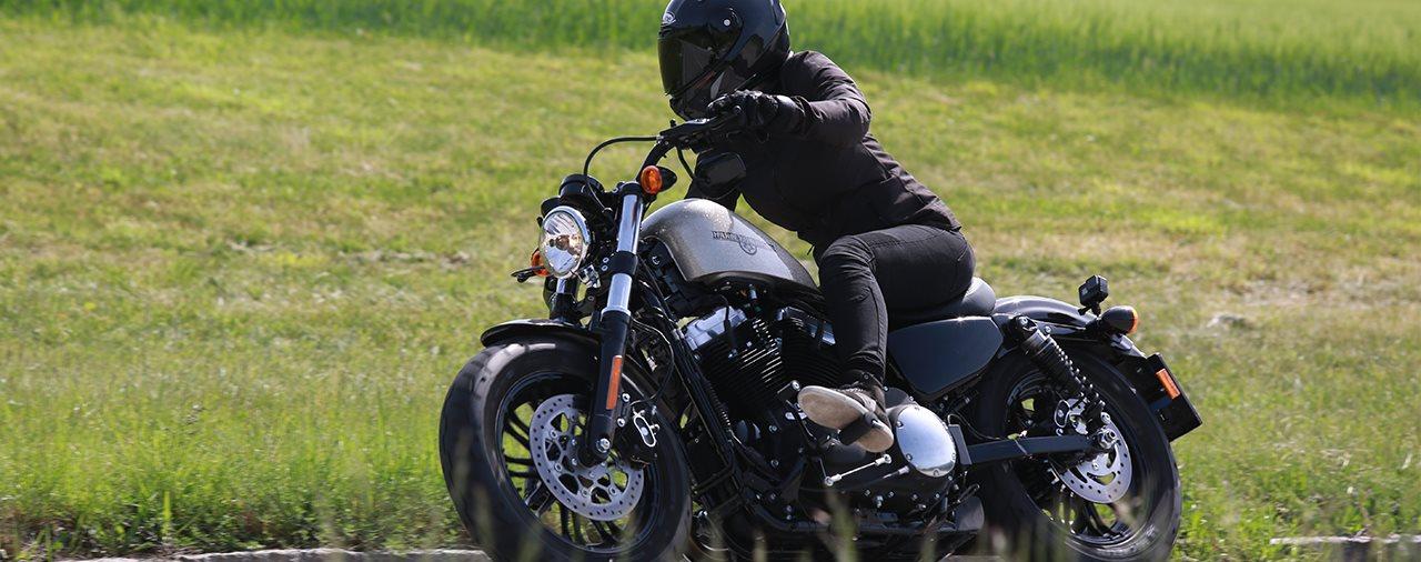 Triumph Bobber Black Vergleich Harley Davidson Sportster