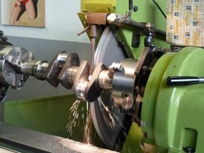 Kurbelwellenschleifmaschine