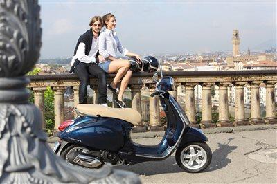 rent a bike neue moto guzzi und vespa modelle. Black Bedroom Furniture Sets. Home Design Ideas