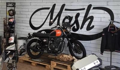 Erleben Sie die klassischen Motorräder von Mash bei der Saisoneröffnung auf der Spinnerbrücke