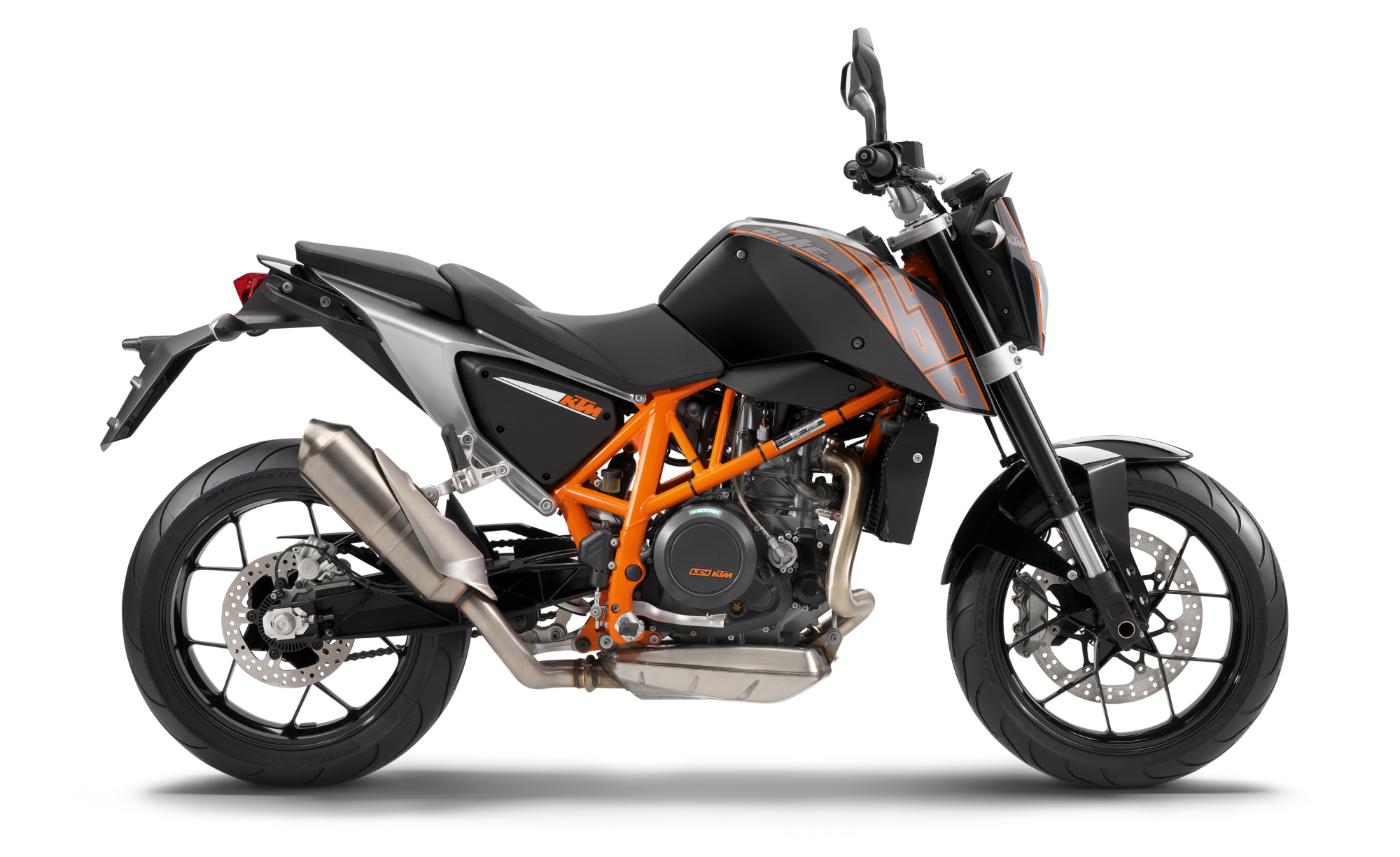 ktm 690 duke vs 390 2017. Black Bedroom Furniture Sets. Home Design Ideas
