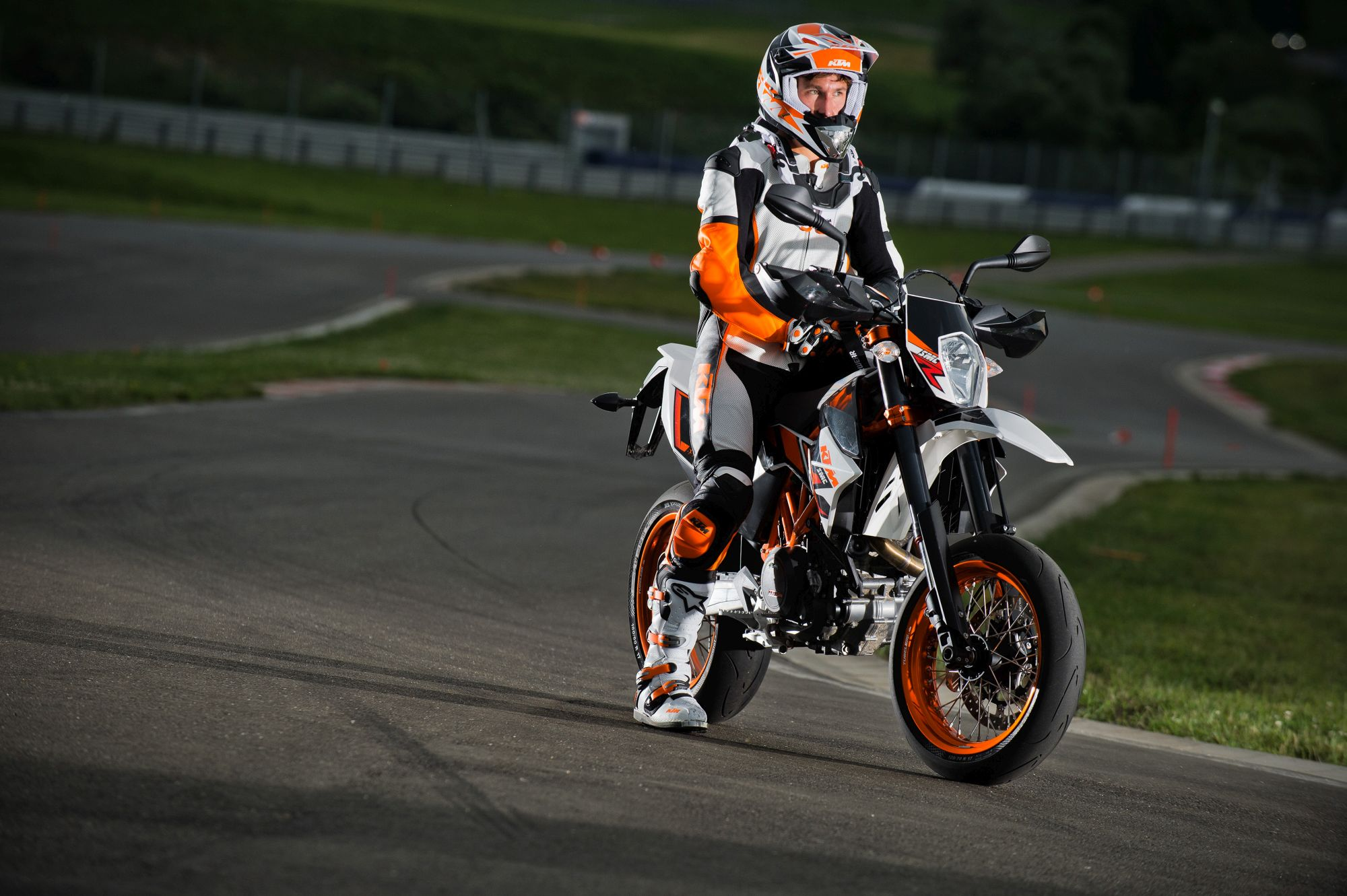ktm 690 smc r alle technischen daten zum modell 690 smc r von ktm. Black Bedroom Furniture Sets. Home Design Ideas