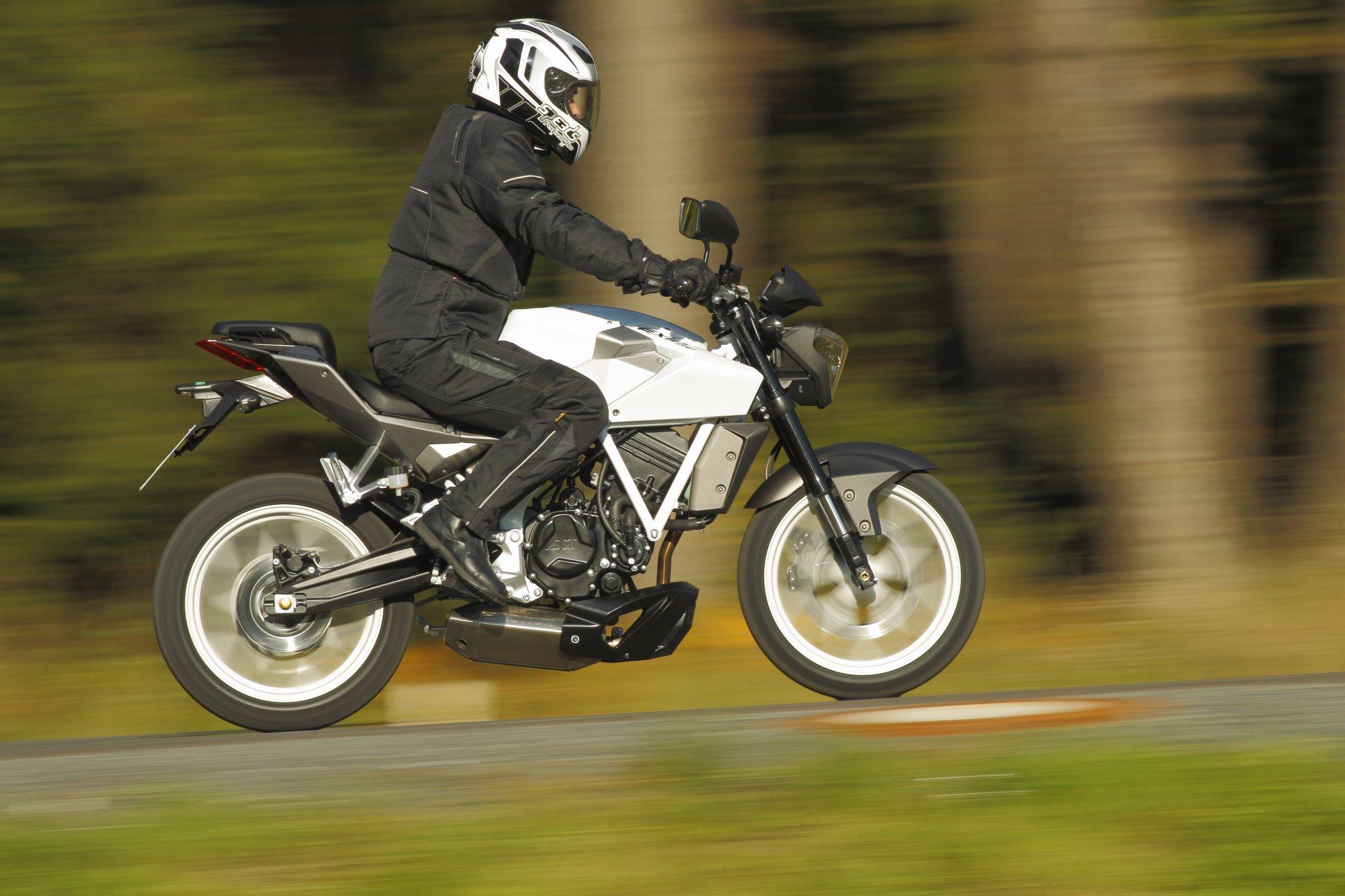 Hyosung GT 125 Naked Baujahr 2009 Bilder und technische Daten