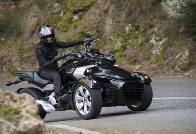 motorrad occasion can am spyder f3 kaufen. Black Bedroom Furniture Sets. Home Design Ideas