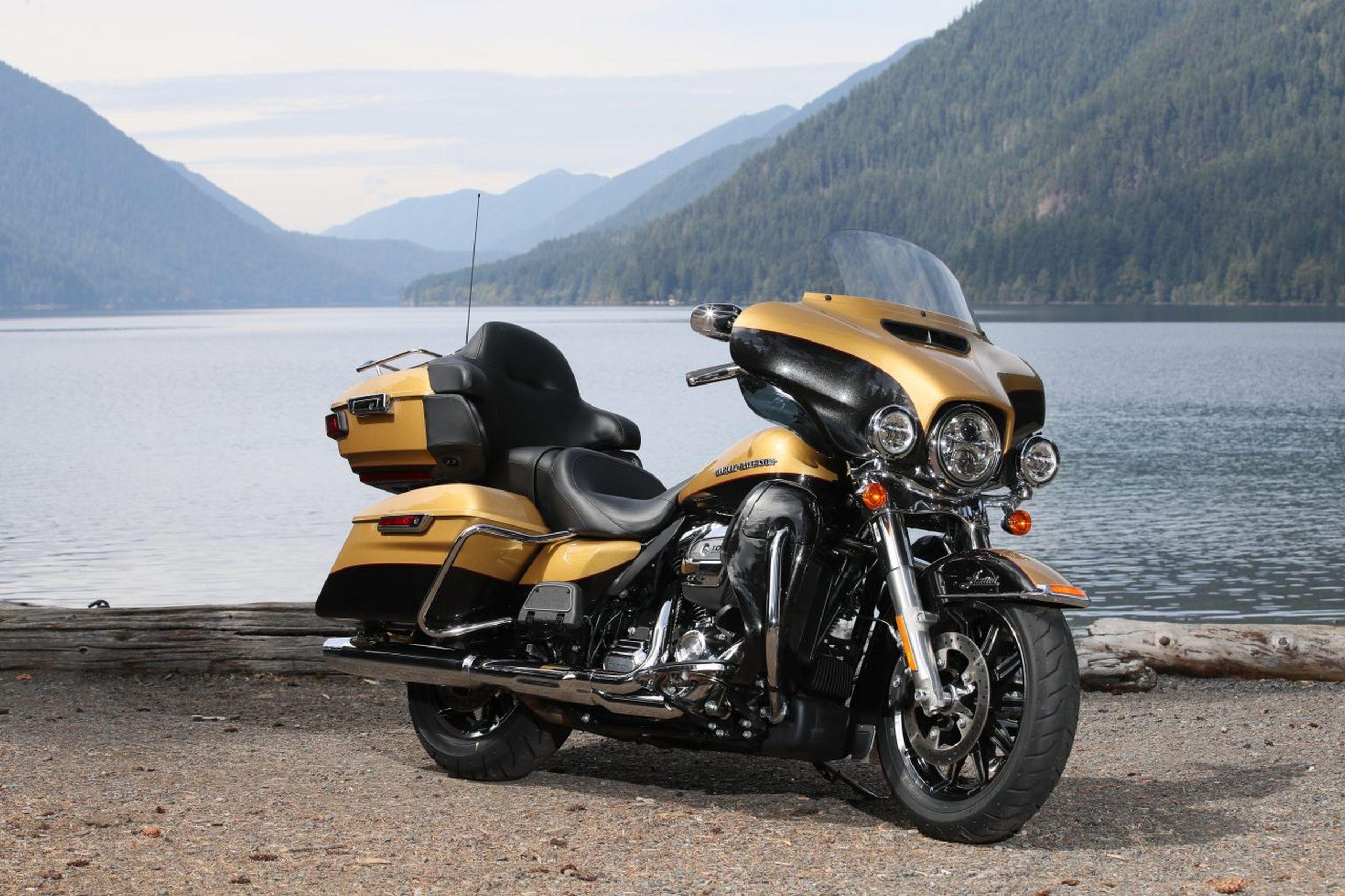 Harley Davidson Street Glide  Colors