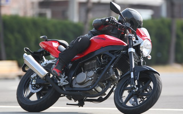 Hyosung GT 650I Naked (2013) - názory motorkářů, technické