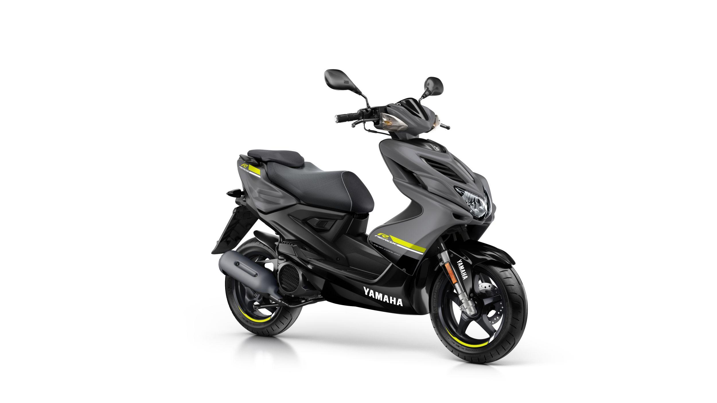 Yamaha R Black