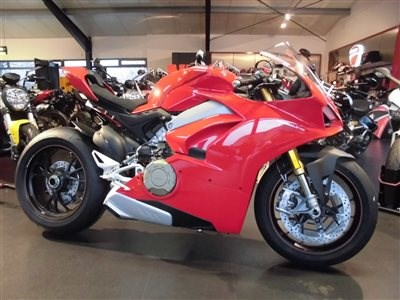 DUCATI Panigale V4 / S / SPECIALE ab SOFORT bei uns !