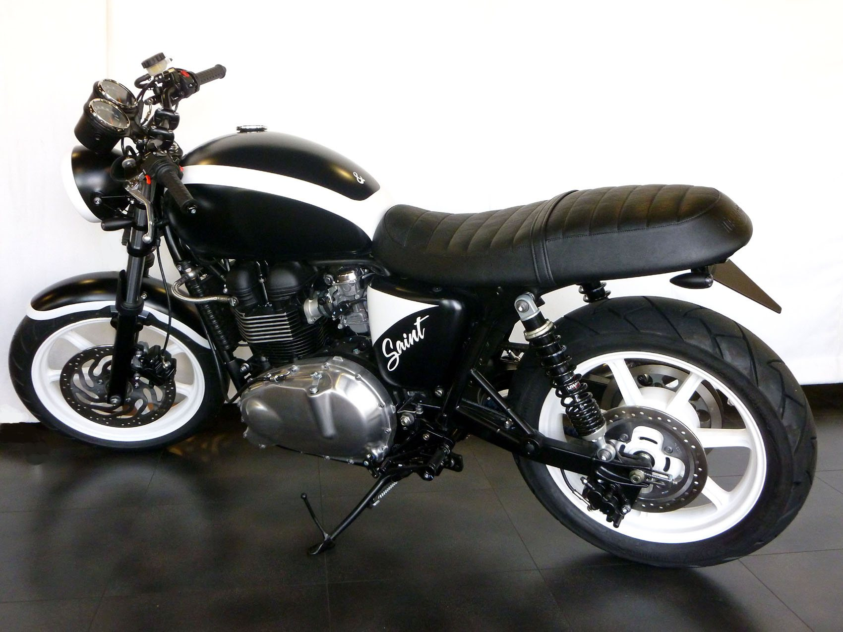 umgebautes motorrad triumph bonneville se von sbf triumph. Black Bedroom Furniture Sets. Home Design Ideas