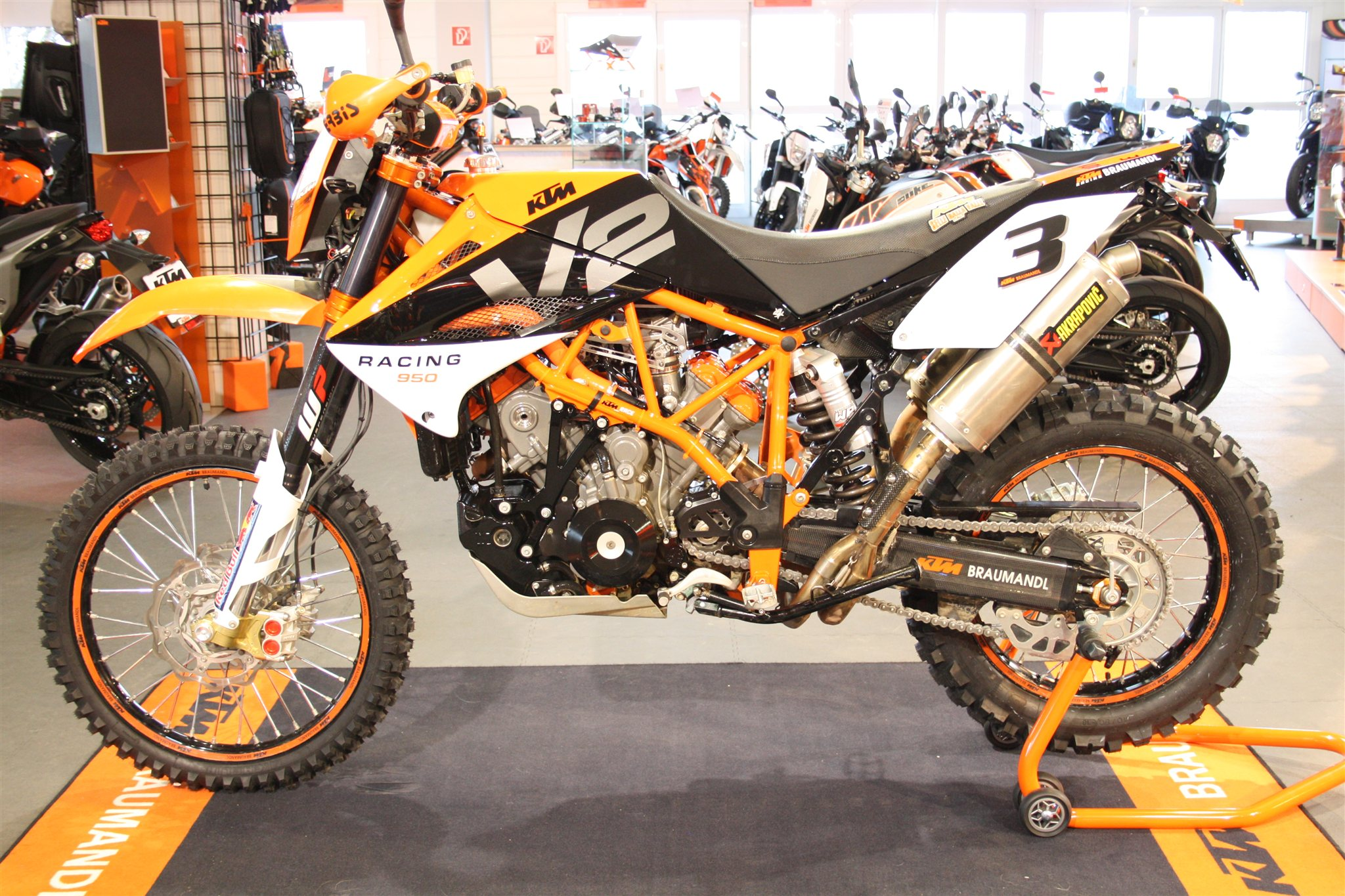 umgebautes motorrad ktm 950 superenduro r von ktm. Black Bedroom Furniture Sets. Home Design Ideas