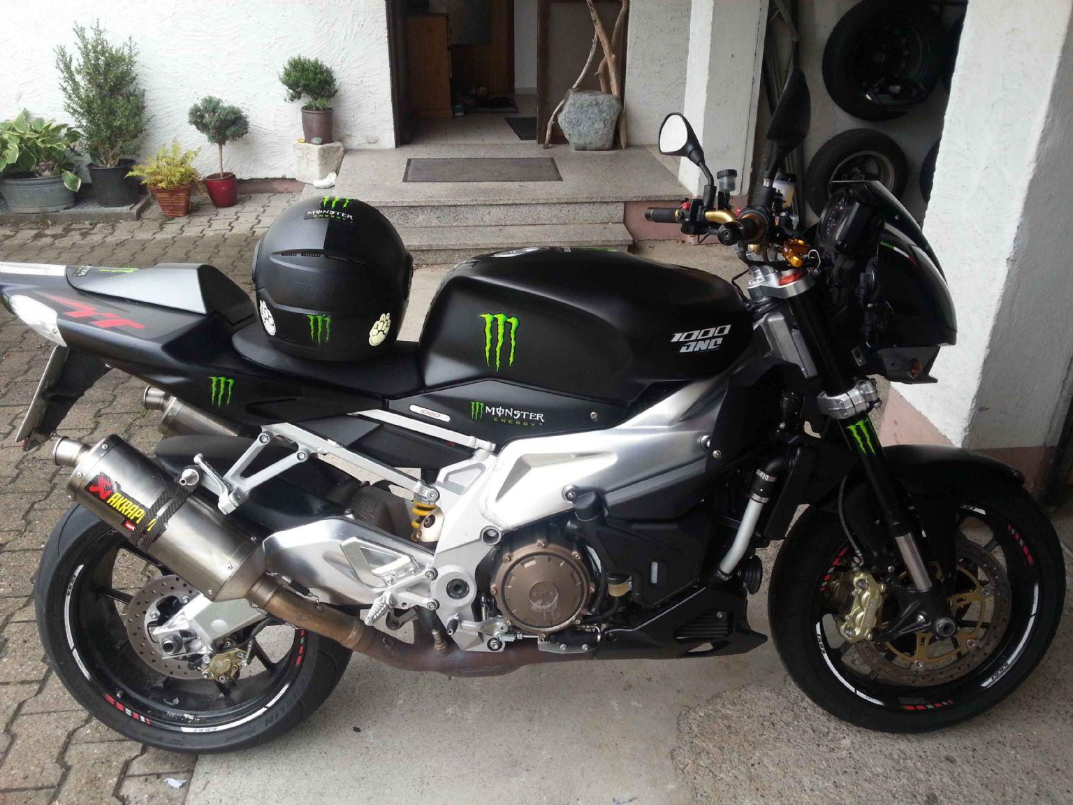 umgebautes motorrad aprilia rsv 1000 tuono r von ninja2k. Black Bedroom Furniture Sets. Home Design Ideas