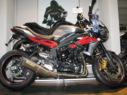 CUSTOMIZATIONS Triumph Street Triple R