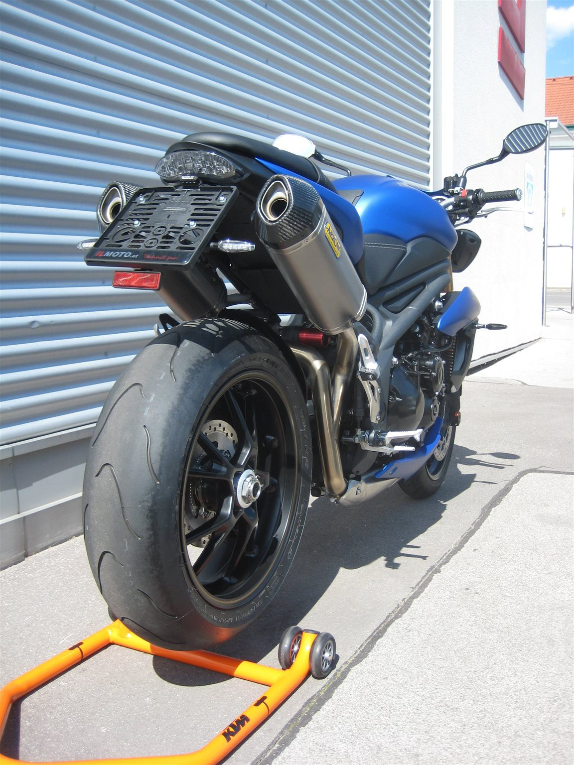 umgebautes motorrad triumph speed triple 1050 von il moto gesmbh. Black Bedroom Furniture Sets. Home Design Ideas