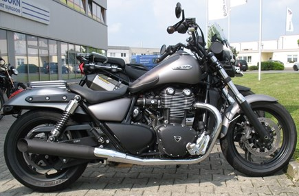 CUSTOMIZATIONS Triumph Thunderbird Storm
