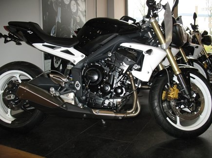 CUSTOMIZATIONS Triumph Street Triple