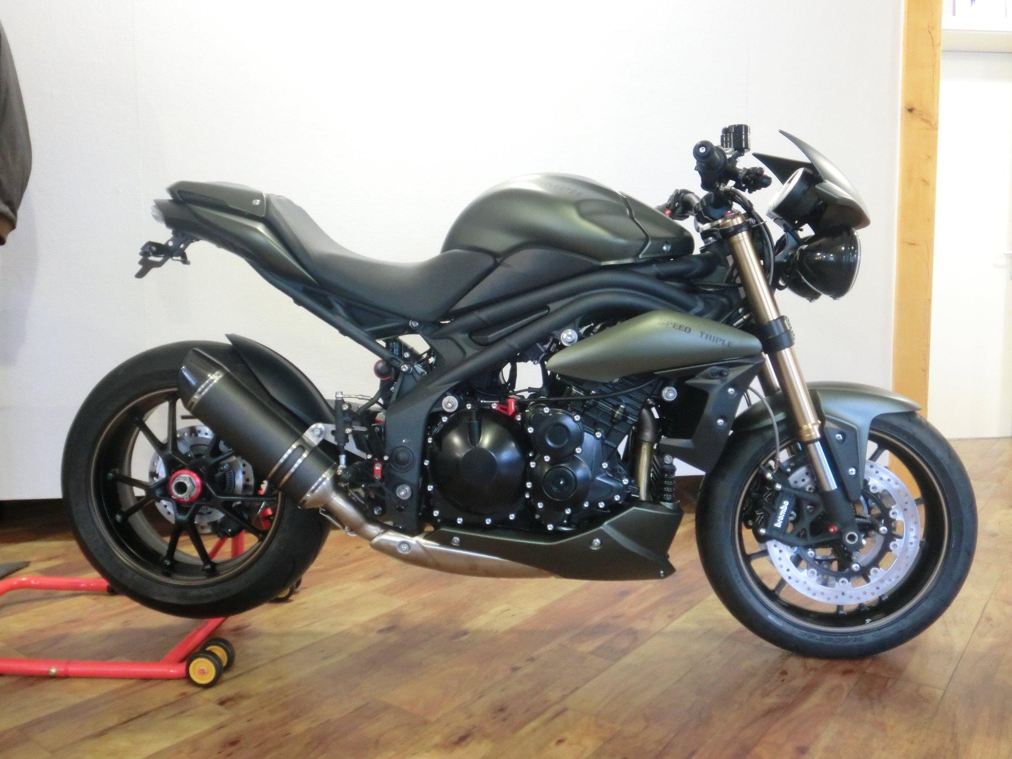 umgebautes motorrad triumph speed triple 1050 von triumph retail gmbh niederlassung frankfurt. Black Bedroom Furniture Sets. Home Design Ideas