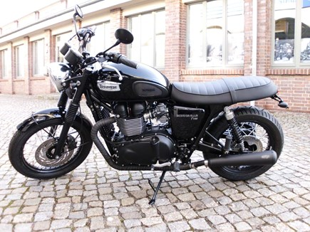 CUSTOMIZATIONS Triumph Bonneville T100 Black
