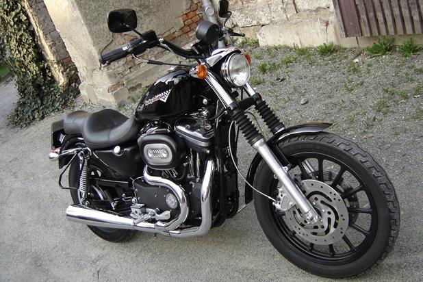 umgebautes motorrad harley davidson sportster xl 883 r. Black Bedroom Furniture Sets. Home Design Ideas